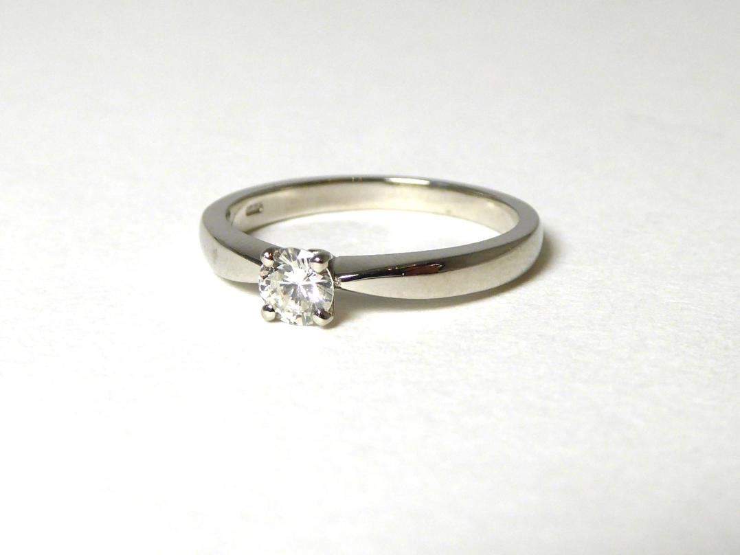 Tennants Auctioneers: A platinum solitaire diamond ring