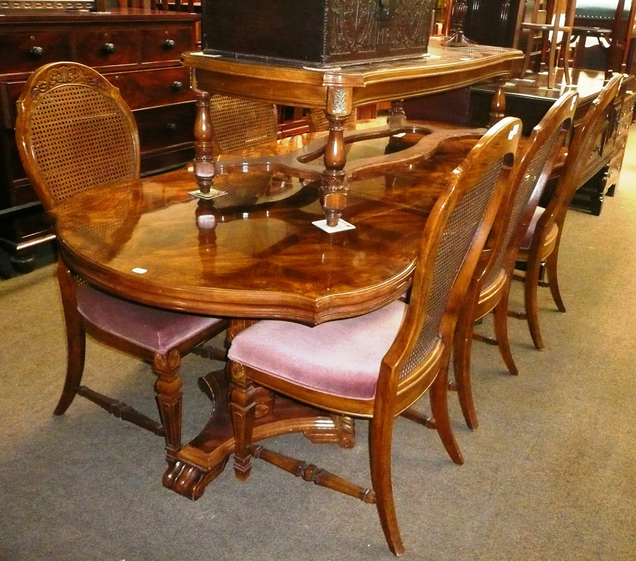 tennants auctioneers colonial style dining table. Black Bedroom Furniture Sets. Home Design Ideas