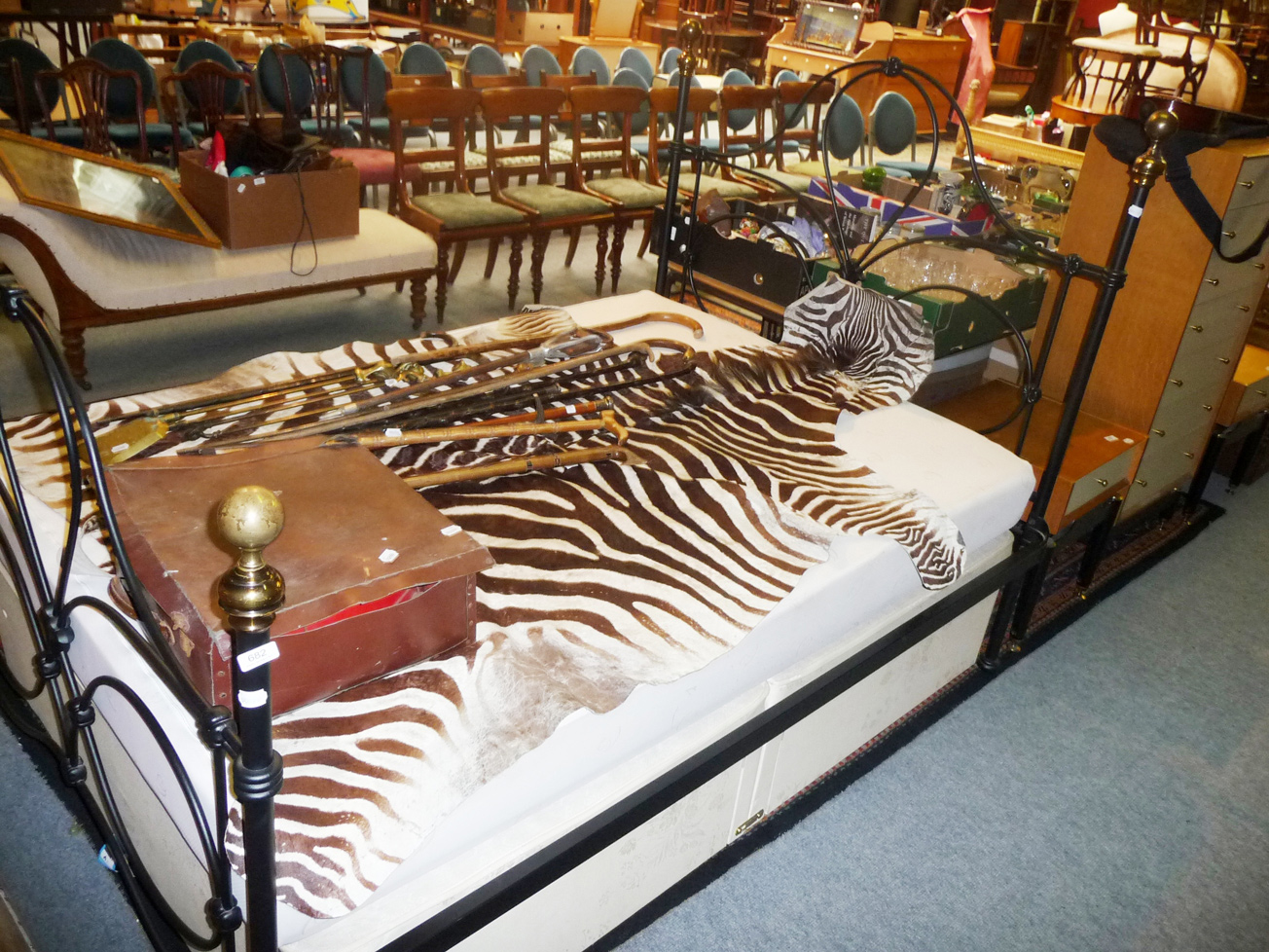 Tennants auctioneers a laura ashley double bed with for Divan footboard