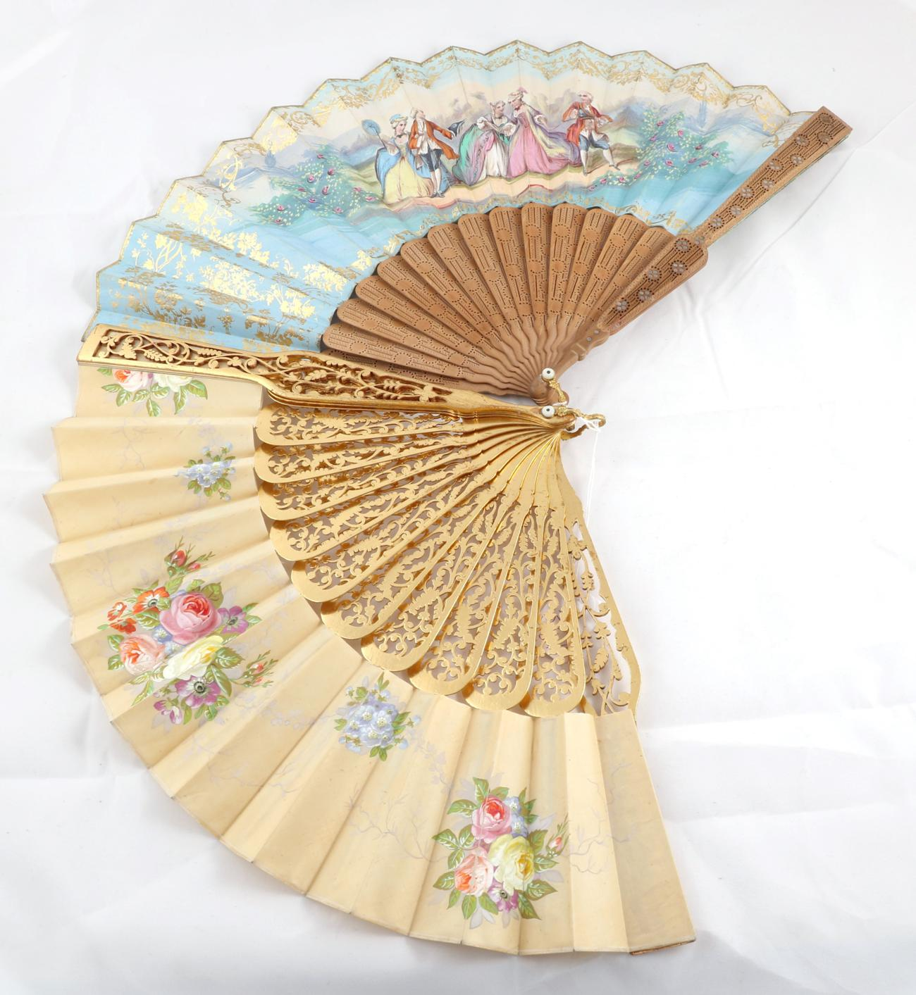 Tennants Auctioneers: Early 20th Century Carved Gilt Wood Fan</b>